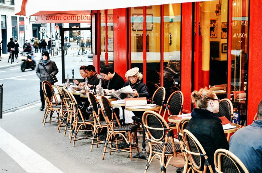 Французы в кафе фото
