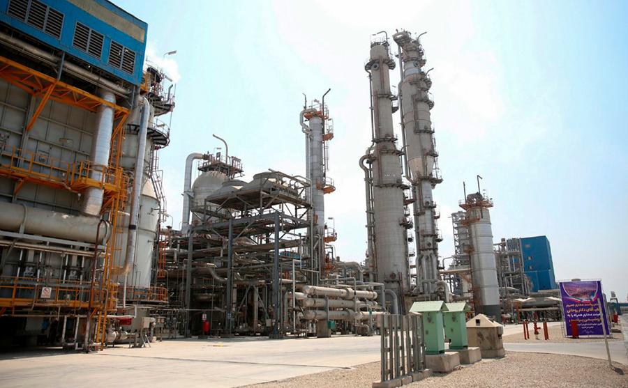 Нефтяной завод фото